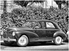3209-Peugeot 203 en Corua. (jl.cernadas) Tags: bw cars blancoynegro metal monocromo machine bn carros autos peugeot coches 203 maquinas vehiculos brancoenegro worldcars mygearandme