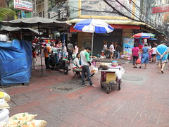 China Town sfeerimpressie (BrightLightsBigCityteam16) Tags: china street city lights town big bright bangkok chinese verkopers