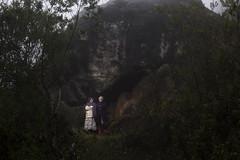 nieta y abuela (Shandor Barcs) Tags: méxico oaxaca efs mixe t3i mixes documental sb800 18135 tlahuitoltepec construida