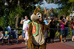 IMG_5500 (onnawufei) Tags: parade disneyworld wdw waltdisneyworld magickingdom chipanddale