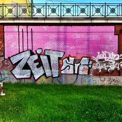 Zeit crosses exil (famiglia_vienna) Tags: vienna streetart wall graffiti austria paint spray lime exil zeit rx1 famigliavienna iphoneonly iphoneartists igersvienna uploaded:by=flickrmobile flickriosapp:filter=nofilter igersaustria instagramersvienna