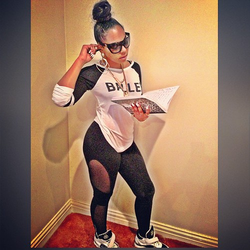 Video Dime piece Ashanti in the studio at 6am rocking some tights