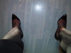 IM006923 (grandmacaon) Tags: pumps highheels lowcut hautstalons lowcutshoes toescleavage pepejimenez
