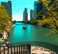 Chicago River. (The Sergeant AGS (A city guy)) Tags: chicago illinois unitedstates walking waterways exploration city cityscapes colors blue boats tourism travelling
