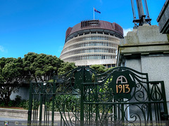 Parliament gate 1913 (Photography by Julie Simpson) Tags: ptx wellington boltonstreetcemetary wellingtonbuildings wellingtonrailwaystation citytui parliamentbuildings pukeruabay theterrace roses grannysbonnet governmentbuildings turnbulllibrary alexanderturnbulllibrary bike willisstreet