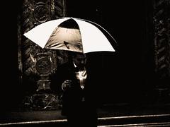 un jour de pluie - 2 (photosgabrielle) Tags: peopl streetphotography photosgabrielle blackwhite noirblanc bwphotography montral urban city ville urbain
