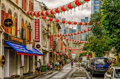 Chinatown@Singapur (Oliver H16) Tags: singapur asien nikon d7000 wolken wasser city nachtaufnahme nightshot langzeitbelichtung night longexposure skyline chinatown downtown panorama singapurflyer singaporeflyer marinabaysands helixbrcke gardensbythebay esplanade