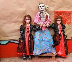 Catrinas gemelas (Jos Lira) Tags catrina gemelas huezuda calaveras calacas muertos disfraz leyendas