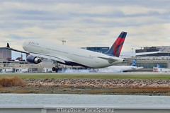 DSC_0616_902 (thokaty) Tags: deltaairlines kbos bostonloganairport airbus a330 a333 a330300 n829nw dal125 dl125 ams a330302 eis2016 skyteam