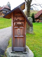 SCHWARZWALD IM HERBST. SCHNAPSBRENNEREI (ehbub@yahoo.de) Tags: herbst tannenbaum laubbaum wiese hgel berg findling kunstmitholz feldweg schnapsbrennerei