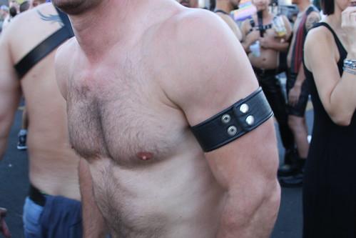 HOT DAMN ! SEXY HUNKY & HAIRY MUSCLE MAN ! FOLSOM STREET FAIR 2016 ! ( safe photo )