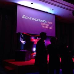 ถามทางทีมงานว่าทำไมเปิดตัว Lenovo Phobe หลัง TME สาเหตุก็เพราะว่าผู้บริหารจากต่างประเทศว่างแค่วันนี้ส่วนโทรศัพท์รุ่นต้นแบบเดี๋ยวก็ต้องไปประเทศอื่นต่อ