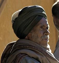 'stolen' portrait of a man in a coffee bar (Ren Mouton) Tags: man egypt aswan portret egypte zonlicht  asuan   syene tulband flickrchallengegroup flickrchallengewinner mir assoean  swentet