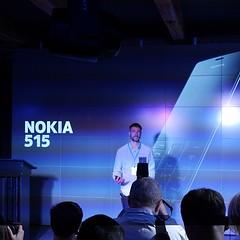 И вот что показали: Nokia 515, металлический кнопочный телефон