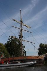 IMG_9865 (Jaap Bloot) Tags: bridge holland castle windmill dutch de landscape boot windmills drawbridge universiteit molen aan breukelen kasteel zeilboot pampus muiderslot molens maarssen muiden rivier weesp vecht loenen nijenrode ophaalbrug sloep vreeland nigtevecht overmeer mijnden