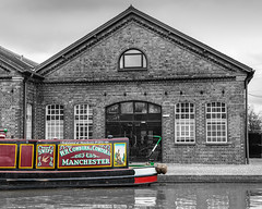 Colourful Manchester (Mirrorfinish) Tags: england canal barge narrowboat warwickshire hatton canalboat grandunioncanal hattonlocks