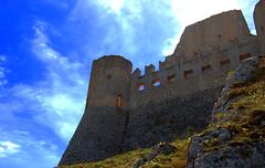 Rocca di Calascio (3) (sandpipers81) Tags: sky italy castle clouds nikon italia nuvole cielo castello rocca abruzzo calascio d40 abruzzes