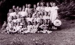 find the teacher (Ferencdiak) Tags: old girls nature students vintage photo hungary xx class 20th kirándulás zala osztály schoolgroup csatár diákok iskolások