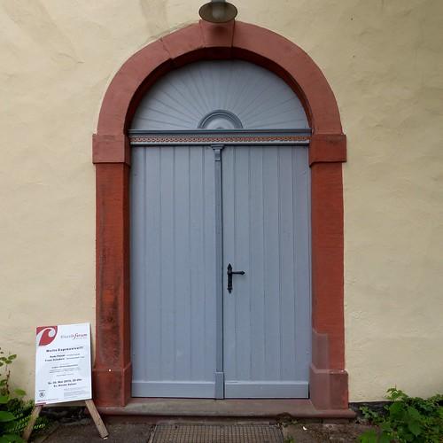 Eingang zur evangelischen Kirche in Selzen