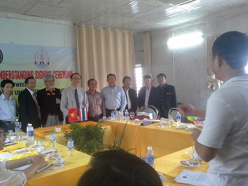 """VIỆN ĐÓN  Đoàn công tác của Giám đốc Đại học Nakhon Phanom đến thăm và ký văn bản hợp tác • <a style=""""font-size:0.8em;"""" href=""""http://www.flickr.com/photos/145755462@N06/25309394799/"""" target=""""_blank"""">View on Flickr</a>"""