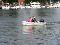 kids in a small boat (helena.e) Tags: helenae sjtorp vnern gtakanal semester vacation lga husbil motorhome water