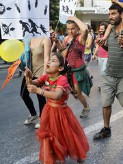 LA NIA DEL VESTIDO ROJO (Jabatophoto) Tags: protest manifestacin nia vestido rojo refugiado refugee grecia greece thessaloniki borders caravana placard