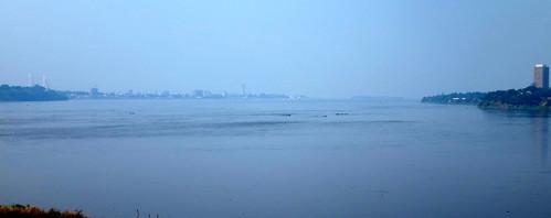 El río Congo; a la izquierda Brazzaville, y a la derecha Kinshasa.   Kinshasa. RD Congo