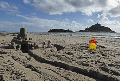 5Fri DT&Dee Sand Castle5 (g crawford) Tags: penzance cornwall marazion stmichaelsmount crawford sandbeach sandcastle dangerted ted teddy teddies dt dee bucket spade