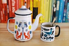 Tea time. (Hello i'm Wild !) Tags: analog film 35mm canonae1 kodakgold200 bokeh dof colors light tea teapot teatime books rainbow