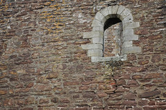 DSC_6386 [ps] - Double Bluff (Anyhoo) Tags: anyhoo photobyanyhoo dounecastle castle doune scotland uk stone stonework fortress wall fortification aperture opening window arch archedwindow