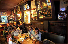 Petite pause/bire au Caf Scheltema, un caf brun , Nieuwezijds Voorburgwal, Amsterdam, Nederland (claude lina) Tags: claudelina nederland netherlands paysbas hollande city town ville caf cafbrun cafscheltema amsterdam