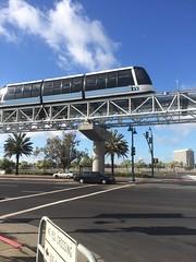 Förarlös spårvagn (tompa2) Tags: spårvagn oakland kalifornien california bil bro bart tram höghus