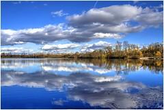 Couleurs d'automne (nicphor) Tags: tags bleu ciel nuage clouds eau water paysage landscape landschaftt automne herbst rhne lyon lyonnais lac see canon eos350d