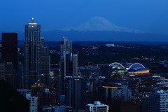 Seattle 2016_172a (DrewOtt) Tags: seattle washington mtrainier twilight cityscape landscape scenic mountain