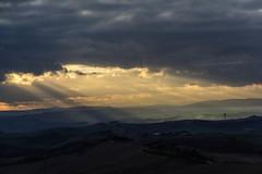 Lights and clouds. (Antonio Cinotti ) Tags: landscape paesaggio toscana tuscany italy italia siena hills colline campagnatoscana cretesenesi asciano nikond7100 nikon d7100 rollinghills nikon1685 rayoflight clouds nuvole raggidiluce tramonto sunset