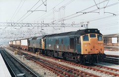 25230 & 25175 Ince Sidings - Severn Tunnel Junction at Crewe 29.09.1985 (The Cwmbran Creature.) Tags: rail class crewe 25 british