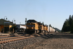 Union Pacific ZDLSK in Colfax, CA (CaliforniaRailfan101 Photography) Tags: up amtrak unionpacific priority ge freight bnsf reefer manifest emd californiazephyr burlingtonnorthernsantafe dash9 dpu es44dc gevo sd70m amtk c449w stacktrain sd70ace es44ac colfaxca c45accte p42dc trackagerights es44c4 tietrain sd59mx unitreefer zdlsk trainsincolfaxca