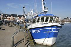 Le Crotoy, port de pêche (Ytierny) Tags: france horizontal port promenade bateau quai navigation picardie bassin pêche somme littoral chenal chalutier côtepicarde crotoyle ytierny