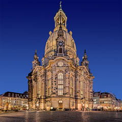 Frauenkirche Dresden (TIM BRUENING · PHOTOGRAPHY) Tags: city architecture germany deutschland dresden kirche architektur bluehour frauenkirche churchofourlady langzeitbelichtung longtimeexposure blauestunde elbflorenz flickraward ostrellina canon5dmarkii tse17mm flickrtravelaward rememberthatmomentlevel1 rememberthatmomentlevel2 rememberthatmomentlevel3