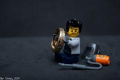 La muerte de C3-PO en 7 pasos (Marmotuca) Tags: starwars lego robots muerte r2d2 venta c3po oro anillo compra soldador soldar comprooro