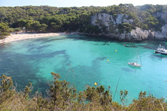 Cala Macarella, Menorca (Vinals) Tags: sea summer sun mer sol beach island soleil mar estate sommer playa insel zomer verano vero t plage isla menorca cala platja baleares illa ciutadella balearen minorca estiu le balearicislands balearic balears illesbalears macarella baleari islasbaleares isolebaleari balares balearischeinseln vinals calamacarella minorque zoemer ilhasbaleares lesbalares balearische