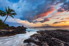 Makena Cove Sunset (Thorsten - www.thorstenscheuermann.com) Tags: sunset vacation sky water hawaii secretbeach maui palmtree tropical lavarock weddingbeach makenacove