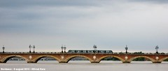 Pont de Pierre (ernstkers) Tags: bordeaux streetcar tramvia tram tranvia trolley citadis bridge pont lantern aps strasenbahn river garonne fleuve eléctrico spårvagn bonde lightrail