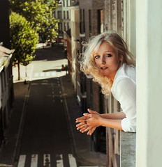 Roos (Kat.Aitch) Tags: girl beauty portret model roos flower rose blonde city antwerp belgium window sunny sun warmth kat aitch photography