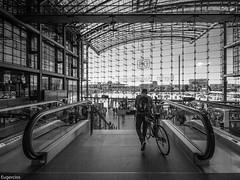 Erhalten. (Eugercios) Tags: berlin hauptbahnhof erhalten station estacion europa europe bike train tren arquitectura