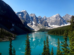Moraine Lake (Stefan Jrgensen) Tags: valleyofthetenpeaks tenpeaks banffnationalpark canada 2013 sony dsctx20 tx20 trees bluesky mountains canadianrockies rockymountains reflection water lake morainelake moraine