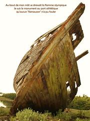 Flamme olympique (L A N I K) Tags: bateau epave bretagne coque