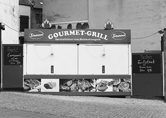 Gourmet Grill (Wechselsack (formerly n95lover)) Tags: saarbrcken grill pommesbude fusgngerzone imbiss
