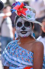 Catrina en Coyoacan 101 (L Urquiza) Tags: catrina dia de los muertos mexico ciudad city girl costume