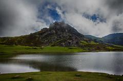 Lago de la Ercina (A travs del pentaprisma) Tags: lago lagosdecovadonga asturias lagodelaercina picosdeeuropa parquenatural covadonga naturaleza